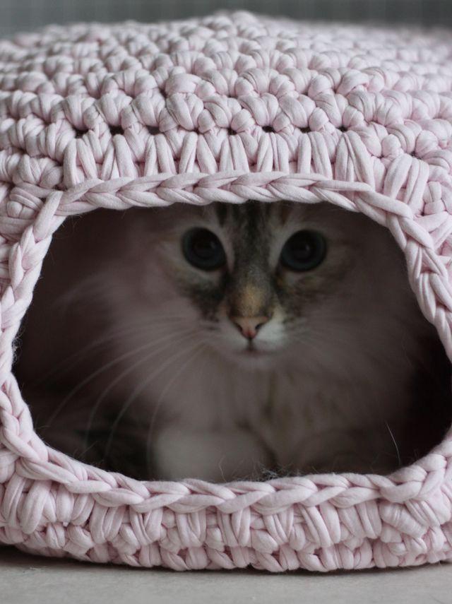 Вязанный домик для кошки